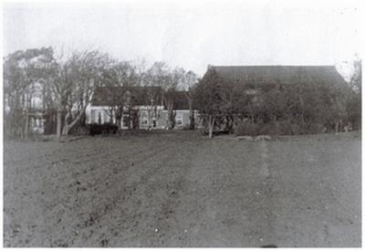 de in 1942 afgebrande plaats